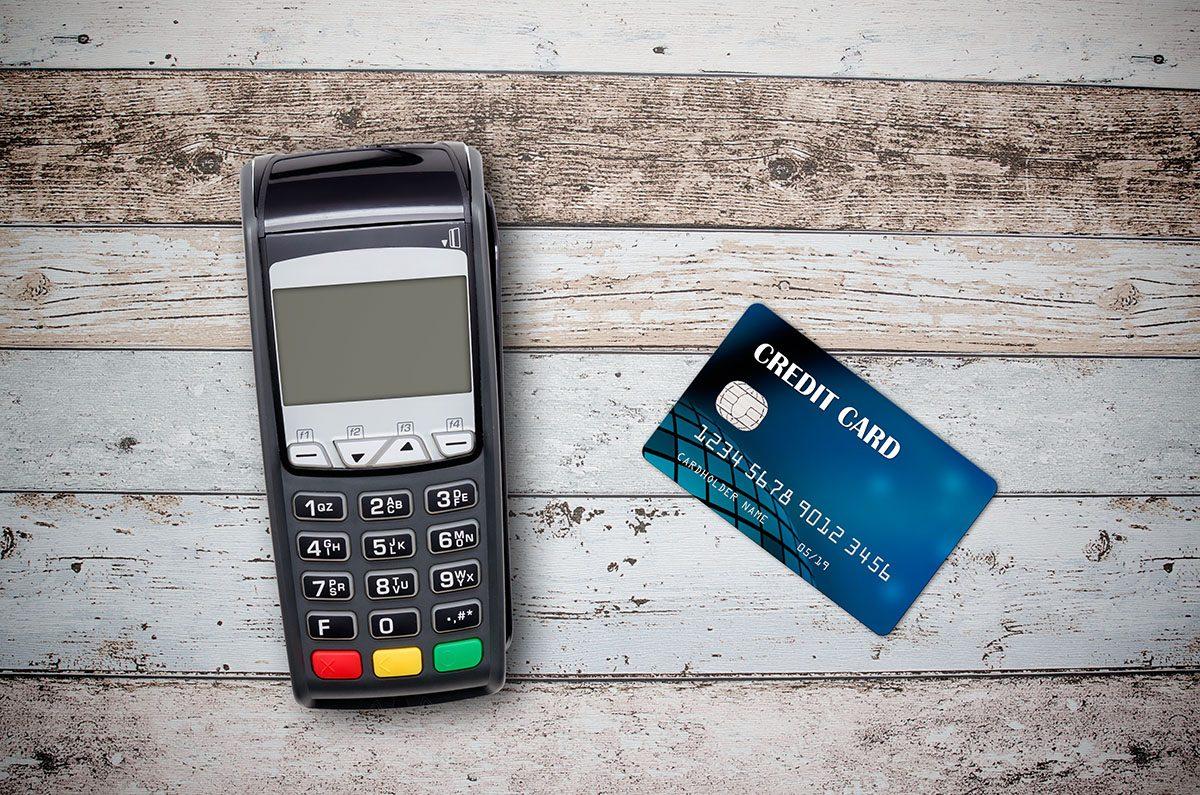 Czy terminal płatniczy jest powiązany z abonamentem?