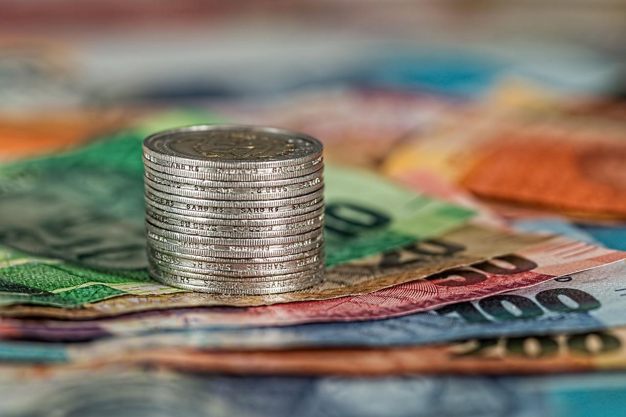 Konto oszczędnościowe a lokata – poznaj różnice