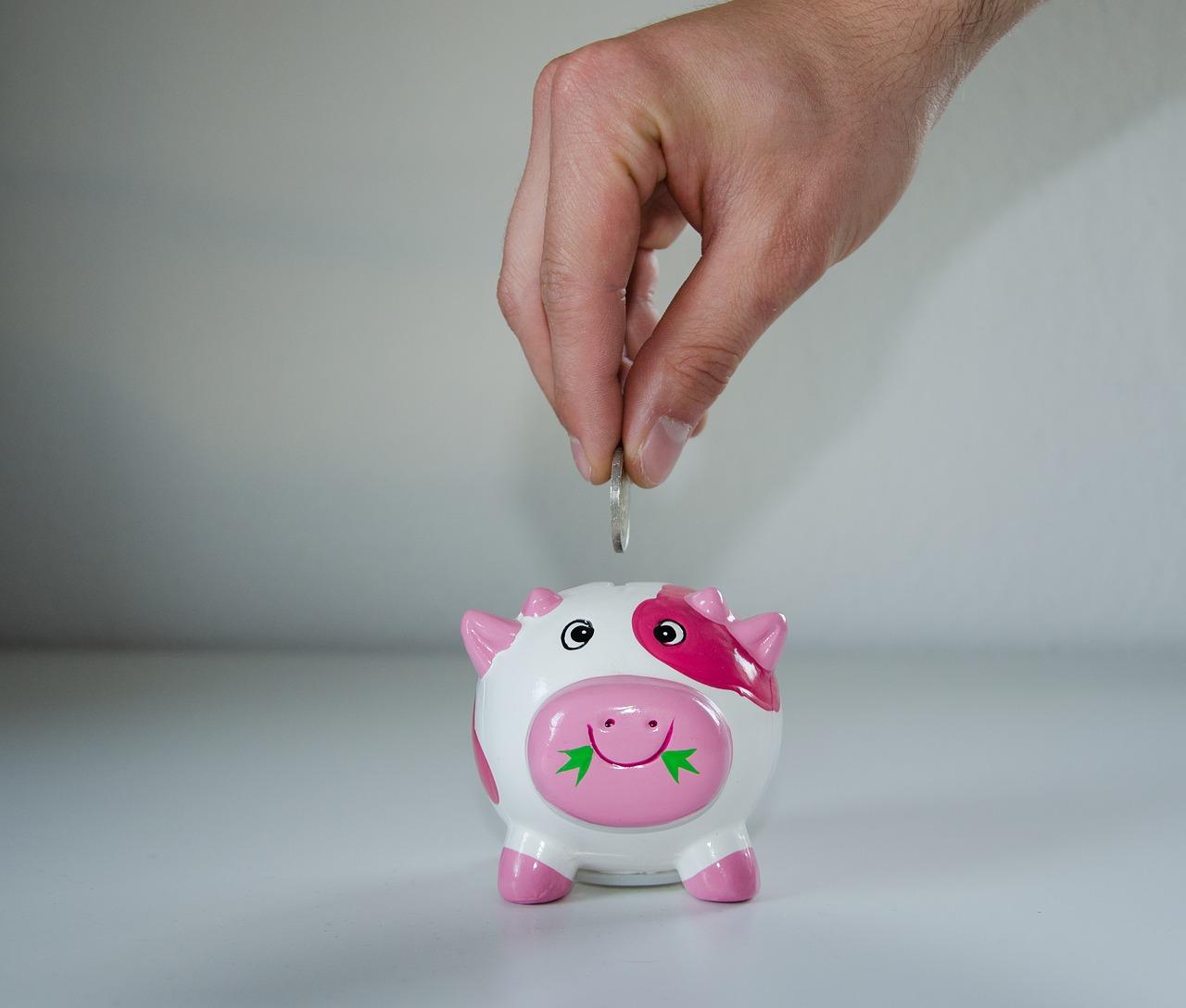 Polacy coraz częściej oszczędzają! Z jakich produktów bankowych korzystają najczęściej?
